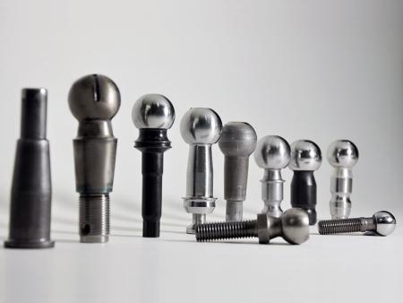 타이로드 엔드, 랙 엔드, 볼 조인트, 스태빌라이저 링크의 맞춤형 볼 스터드 - 유도 경도가 있는 CNC 가공 볼 핀