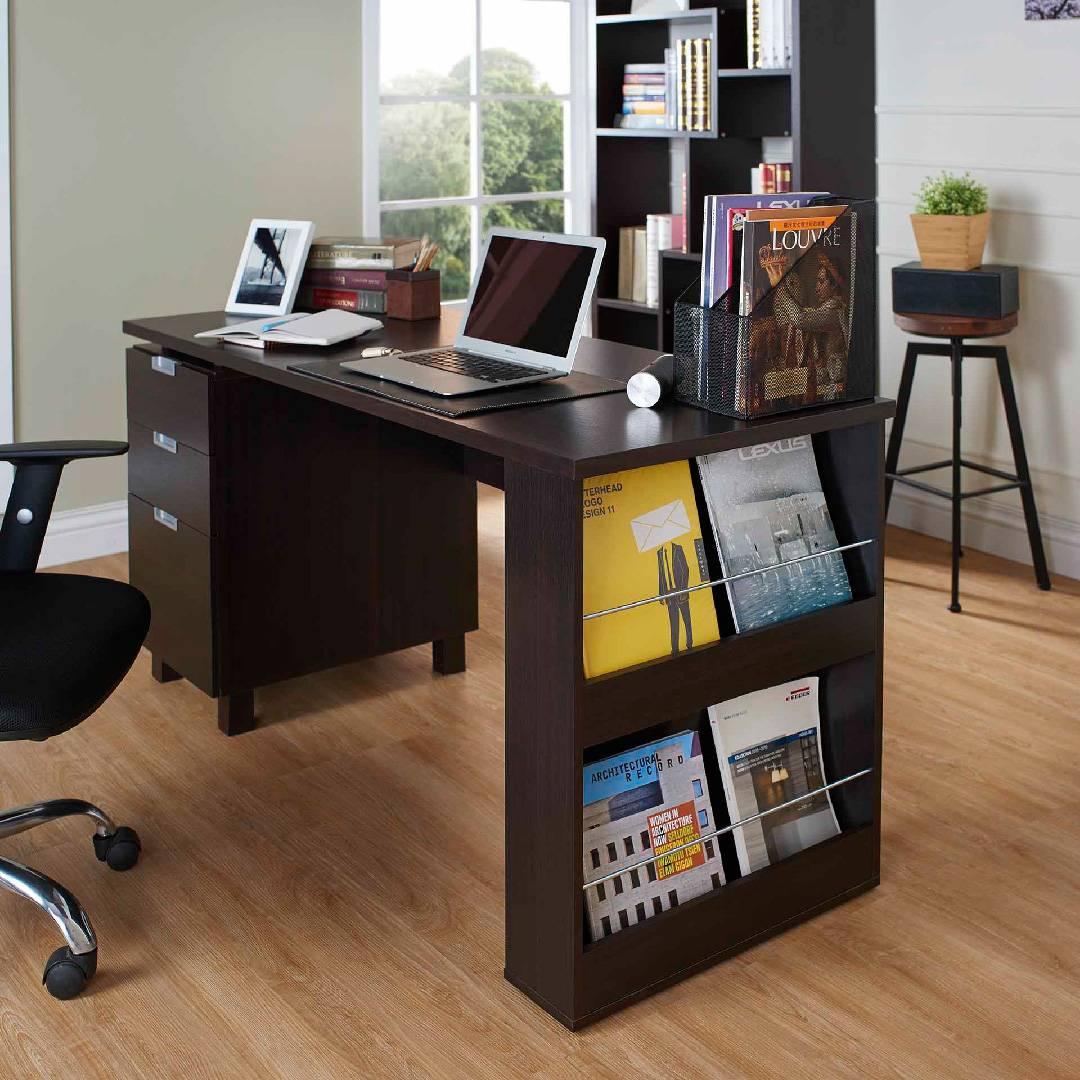 Una scrivania molto ordinata.