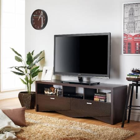 Meuble TV géométrique triangulaire soigné - Meuble TV à géométrie triangulaire soigné.