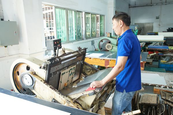 Die-cut machine for die-cutting PP sheet to basic product cover shapes.