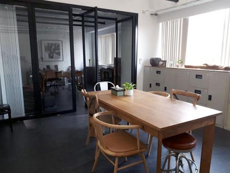 Leos' Office-2