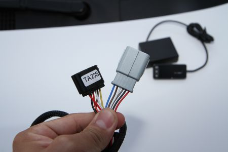 Electronic throttle controller has a harness of original female and male plug.