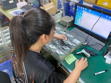 測試治具可程式寫入,並且驗證電路。