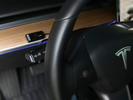 Throttle controller is easy to plug and play.