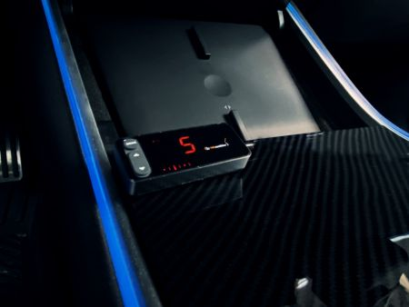 Le contrôleur d'accélérateur a un harnais spécial pour Tesla Model 3