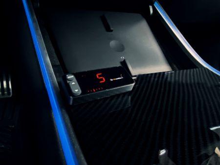 Il controller dell'acceleratore ha un cablaggio speciale per Tesla Model 3