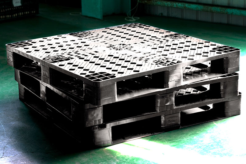 Safer and more durable with plastic pallet.