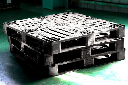 Plastic Pallet - Safer and more durable with plastic pallet.