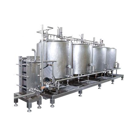 Sistemas CIP - Sistema CIP de cuatro tanques con bomba de suministro e intercambiador de calor de placa y bastidor.