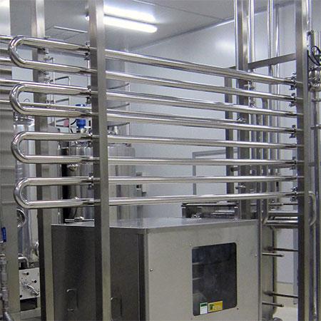 Tubos de sujeción - Tubos de sujeción de acero inoxidable no inclinados en sistema de pasteurización HTST.