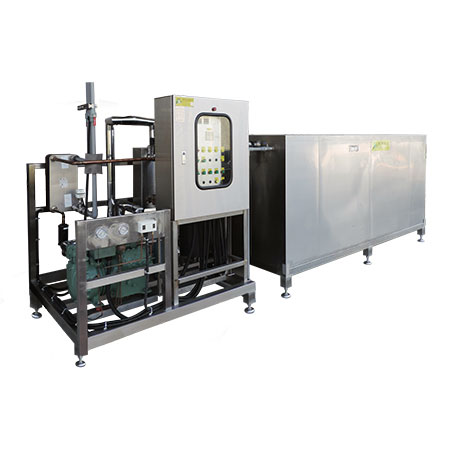 Water Chillers & Ice Banks - Water chiller units with ice-storage water tanks.
