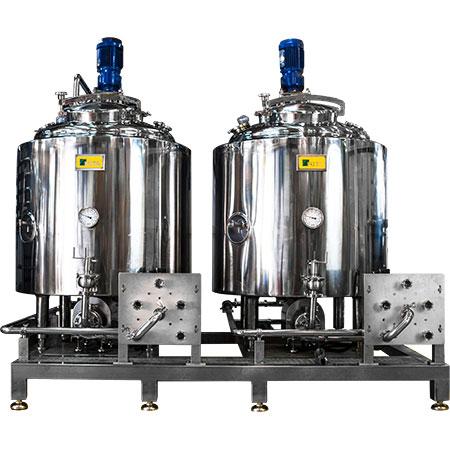 خزانات تخزين الفولاذ المقاوم للصدأ - خزانات مغلفة من الفولاذ المقاوم للصدأ مع سطح خزان مغلق للتخزين.