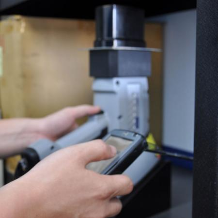 Spektrometer untuk Analisis Bahan