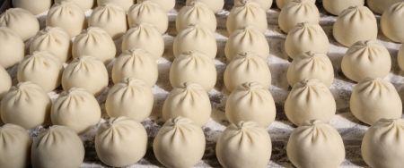 Baozi, ein großartiges traditionelles Gericht der chinesischen Küche.