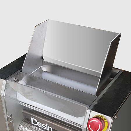 Guide plate for dough. Easy and convenient.