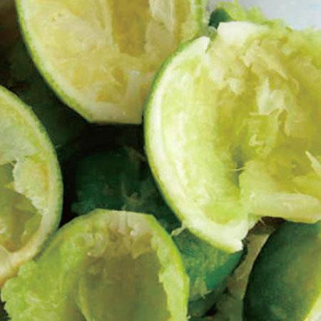 O design especial dos rolos torna o suco sem sabor amargo de cascas de frutas e sementes.