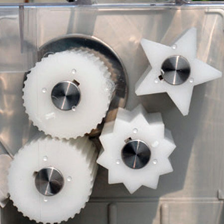 Easy to replace different rollers for different kinds of fruits.