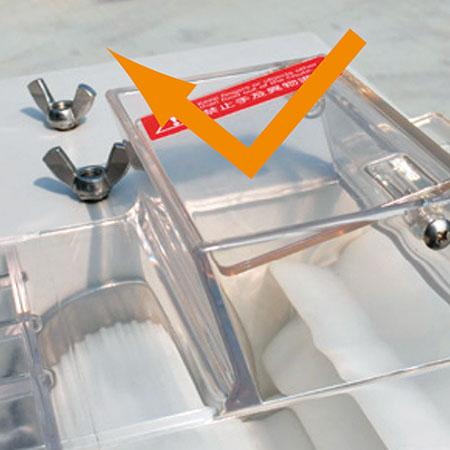 Opera??o de seguran?a com tampa protetora transparente para evitar ferimentos.