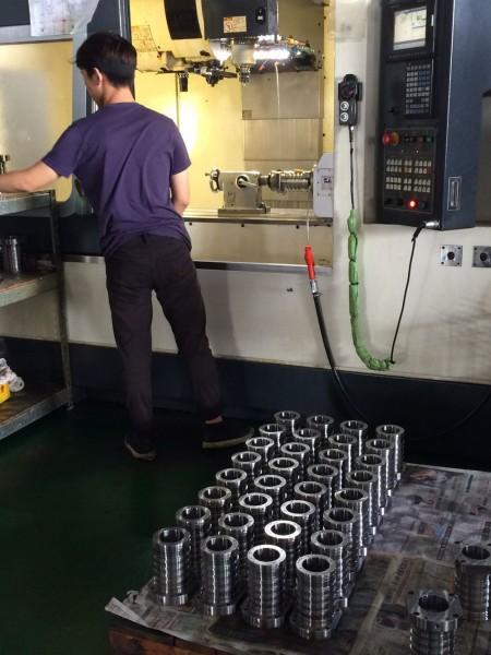 يتميز مركز الطحن الخاص بـ Ju Feng بمزايا الدقة العالية والإنتاج السريع للطلبات ذات الحجم الكبير.