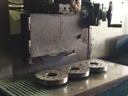 The I.D., O.D., and surface grinding services offered by Ju Feng's team are the good choices for customers who have demands for tight tolerance.
