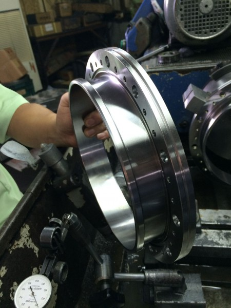 Ju Feng's grinding service center consistently work to meet the customers' requirements.