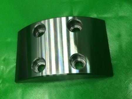 Las piezas son fresadas por el equipo de ingeniería de Ju Feng con alta precisión.