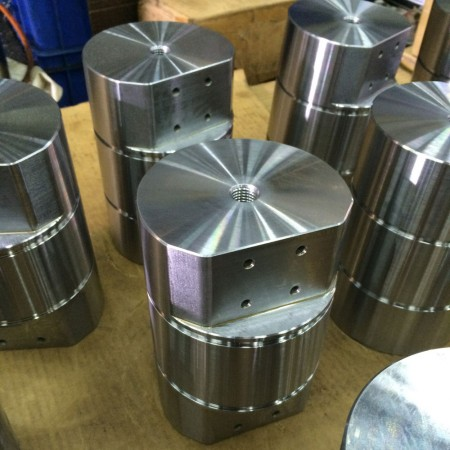 Ju Feng's milling center had the advantages of tight tolerance and short lead time.