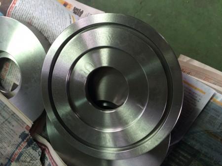 Ju Feng'in tornalama ekibi tarafından sağlanan parçalar yüksek doğruluk özelliğine sahiptir.