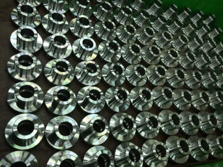 Las capacidades de torneado de Ju Feng incluyen producción pequeña y de gran volumen.