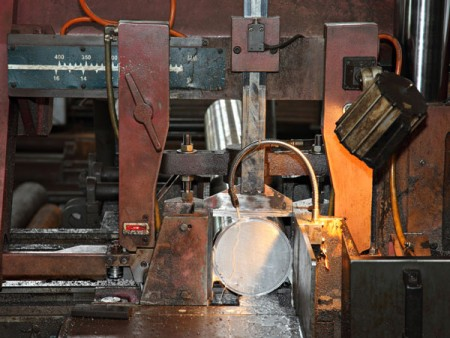 Ju Feng's band saw machine has the advantage that it can cut the steel bar with a flexible range of outer diameter.