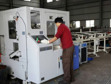 Ju Feng can cut-to-length steel bar by circular saw machine for customers.