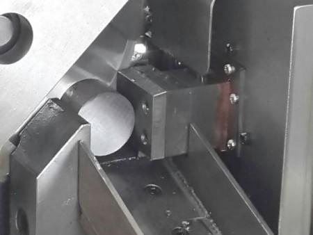 Ju Feng's circular saw machines make the cutting process more efficient.