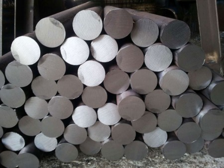 Steel bars after the cutting process with JFS's circular saw machines.
