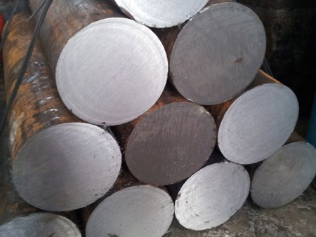 The finished steel bar after cutting by Ju Feng's circular saw machines