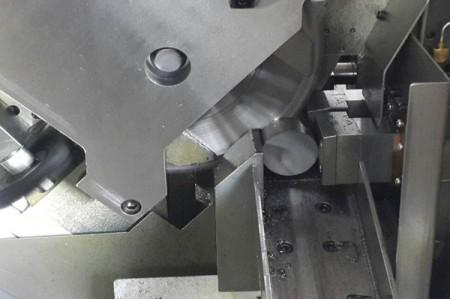 هناك عدة مجموعات من آلات قطع المناشير الدائرية في مصانع JFS.