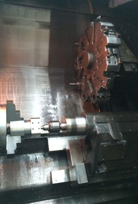 آلات الخراطة CNC المتقدمة ، التي يستخدمها الفريق الهندسي Ju Feng ، جاهزة لتلبية متطلبات تحول أي عميل.