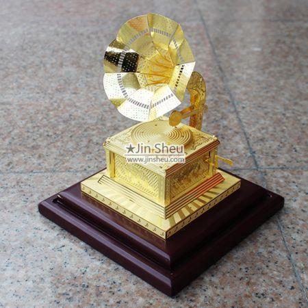 Retro Phonograph Decor Ornament - Retro Phonograph Decor Ornament