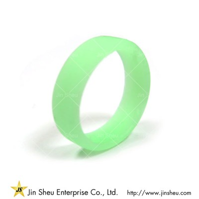 Glow in the Dark Silicone Rings - Make Your Brand Shine in the Darkness