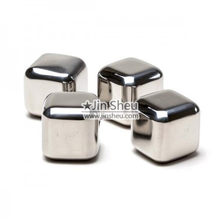 Ice Cubes Made of Stainless Steel - Metal ice cube