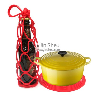 Wine Bottle Carriers - Silicone wine bottle hugger also can be used as heat resistant placement.