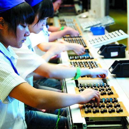 工廠細胞生產線作業。