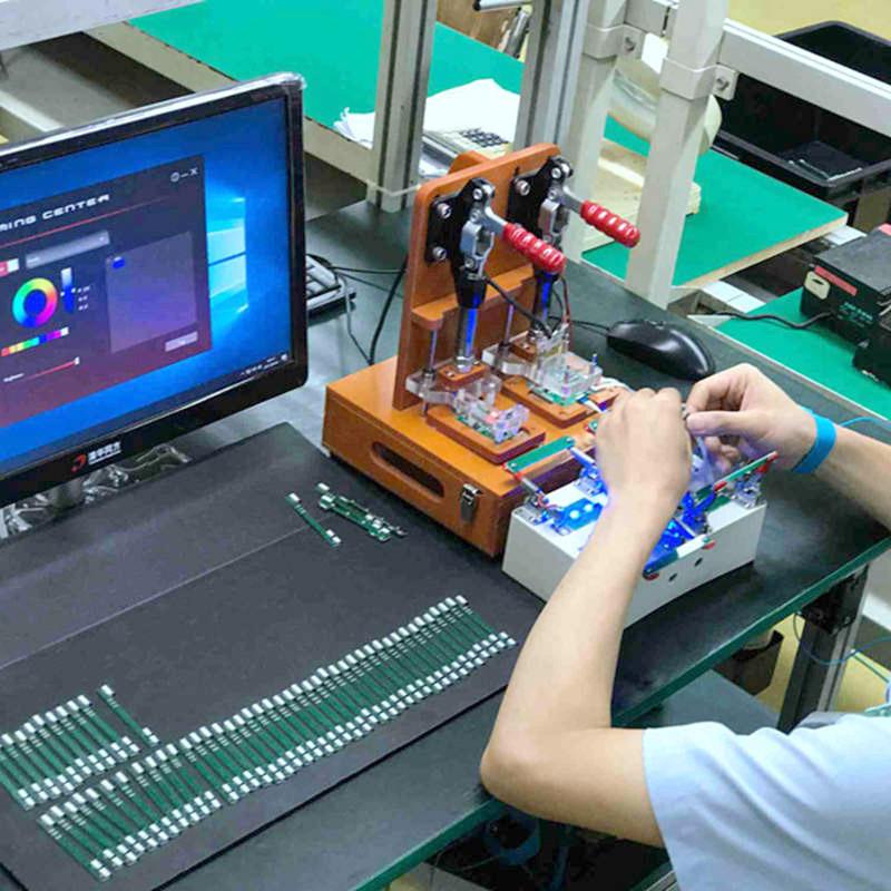 優佳達進行產品的LED顏色檢測。