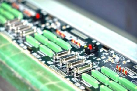 昇頻產品零組件於組裝生產線上