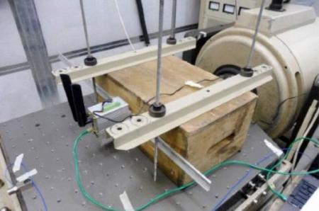 جهاز التوجيه الخلوي الصناعي في بيئة اختبار الاهتزاز.