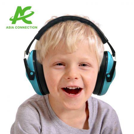 غطاء للأذنين قابل للطي للأطفال - طفل يرتدي غطاء للأذنين قابل للطي