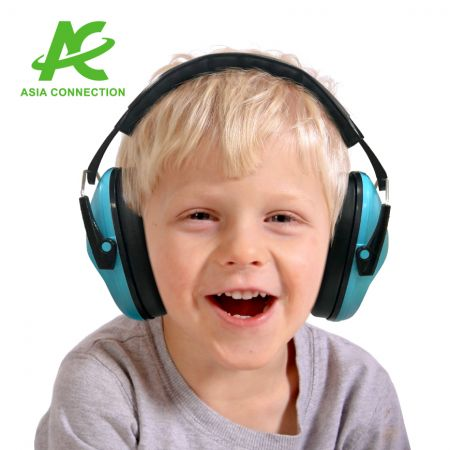 Kid Folding Headband Earmuff - Kid wearing Folding Headband Earmuff