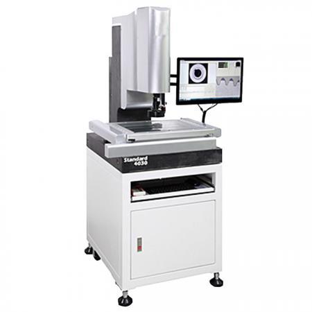 Dispositivo que mide la geometría de objetos físicos detectando puntos discretos en la superficie del objeto con una sonda.
