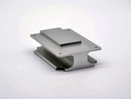 CNC加工陽極本色工字型散塊 - 工字型散熱塊