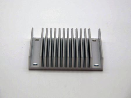 Disipadores de calor anodizados plateados mecanizados CNC - Disipadores de calor de placa base personalizados
