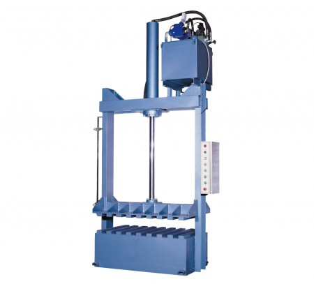 Hydraulic Baling Press - Pressing finished woven bags into solid bundles.